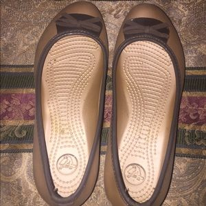 Crocs lily gold with brown bow size 8 women's